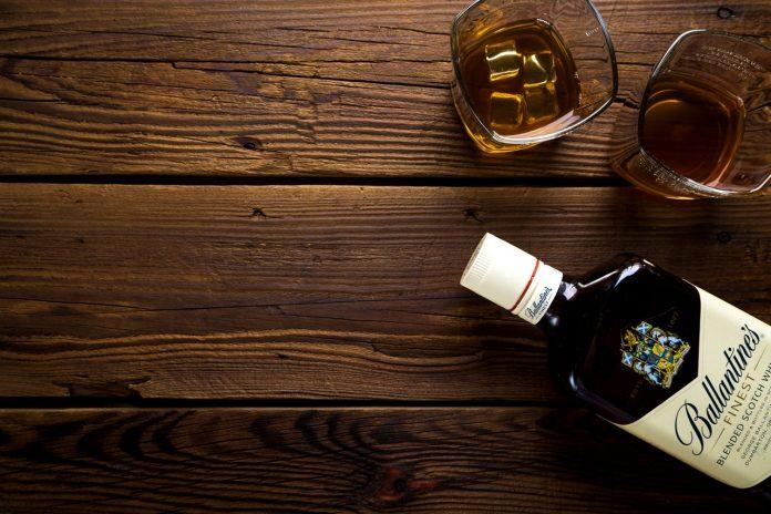 whiskey en glazen